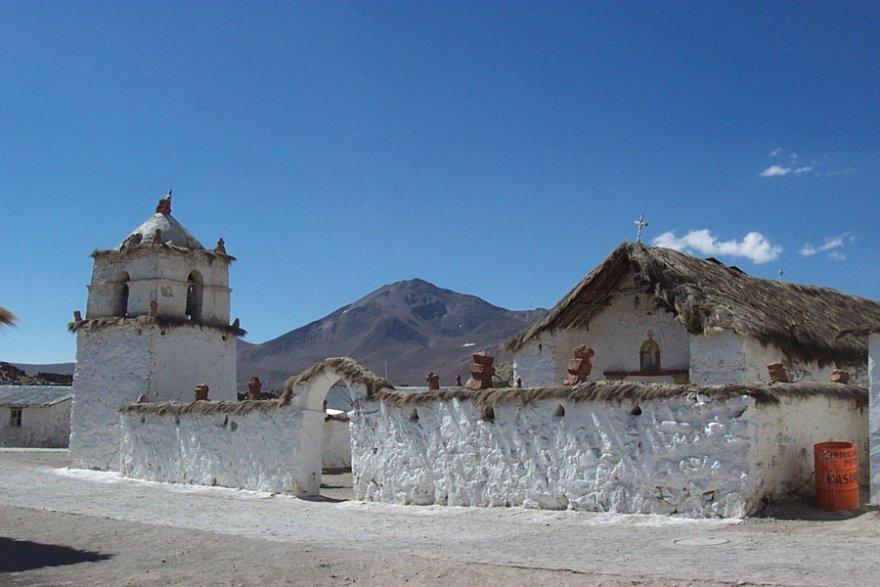 Dorf kirche Parinacota chile altiplano