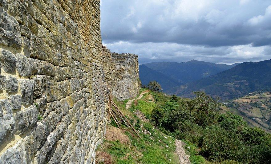 Peru Norden Kuelap Mauer