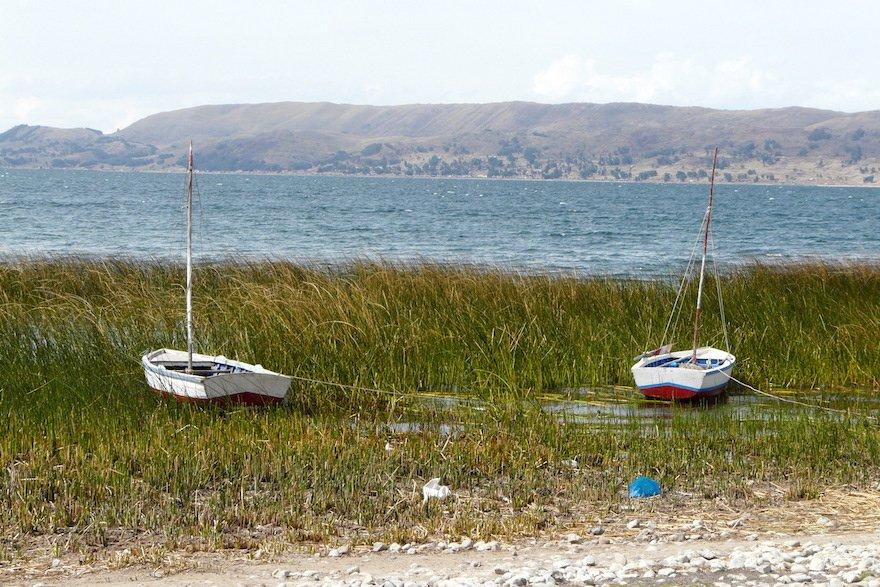 Boote am Titicaca See Peru